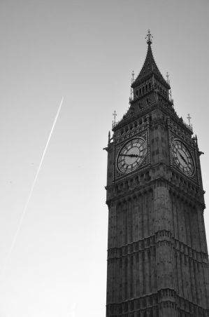 Black and White Big Ben by FallenAngel-0202