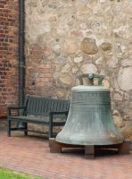 The seat and the bell by NimwenSiradon