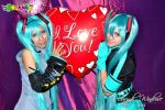 Hatsune Miku cosplay: OriginalAndLove is war3 by ROYAL1105