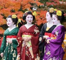 Four Maiko by funnymonkey4ever