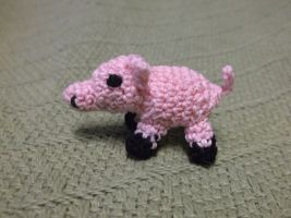 Tiny crochet pig by ShadowOrder7