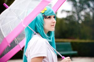 Miku melts under the rain by Pichu-no-Sekai