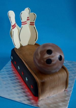 Bowling Cake by sparks1992