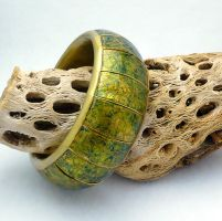 Polymer Clay Bangle Bracelet Green/Gold Crackle by wheeter