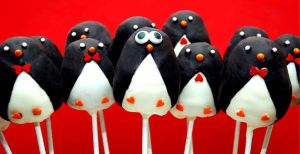 Penguin Cake Pops by keriwgd