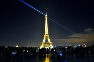 Tour Eiffel de nuit by Mazarde