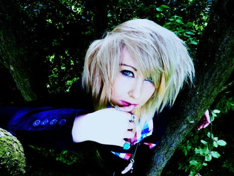 Just gunna chill in this tree and be all serious. by RizaHawkeyefma