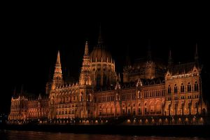 Hungarian parlament by Ilharess