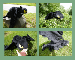 Toothless plushie by zukori