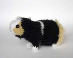 Black/white/cream guinea pig by LunasCrafts