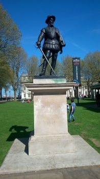 A Day In London (Sir Walter Raleigh) by WellHayGorgeous5