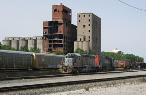 NREX 559 and BNSF 667 by JamesT4