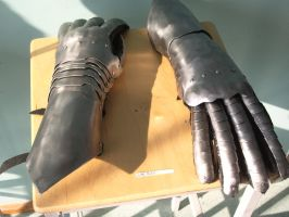 Finished Gauntlets by Oll
