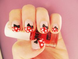 Minnie Mouse Nails by LesleeTussa