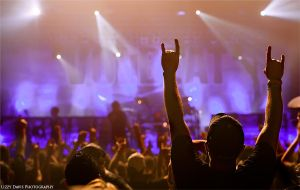Rock Horns for Volbeat by lizzys-photos