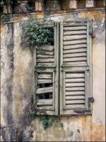 Closed Window by RomancesSansParoles
