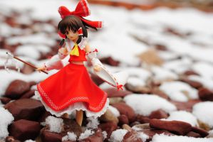 Reimu Snow Day by isis2k2