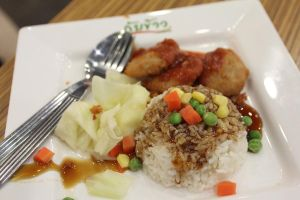 chicken nugget rice with BBQ sauce by schwarzkopf007
