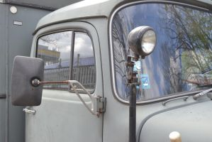 Mercedes 710 closeup by someoneabletofindana