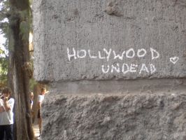 Hollywood undead in the walls! by beahufan