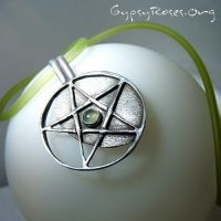 Pentacle and Prehnite Necklace by che4u