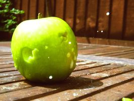 Shot of Apple by ezy94