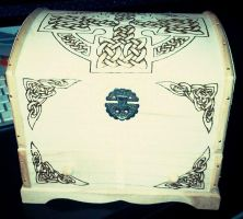 And another chest with celtic knots by CiceroVanStain