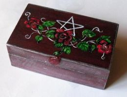 Pentacle and roses by oshuna