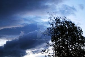 Clouds and Silhouette by kejeki