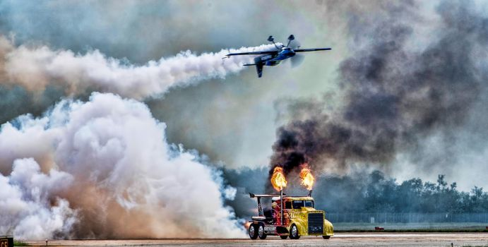 Jet truck vs inverted airplane by badchess