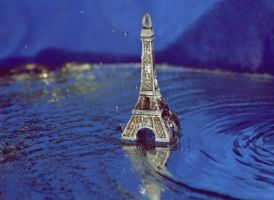 Floating Paris by Savaliste