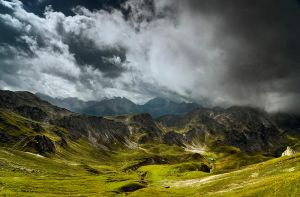 Cloudy mountains V by mutrus