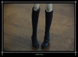 Doll's Feet by ILICarrieDoll
