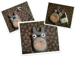Totoro Ipod case by Abigairu