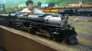 O Scale Challenger 3975 by BNSF
