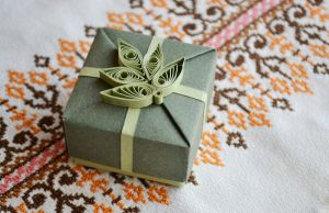 Green Origami Gift Box with Quilling Ornament II by ReverseCascade