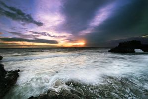 Tanah Lot Sunset by fendra