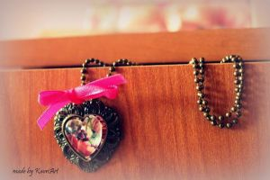 Floral heart pendant by KaoriArt
