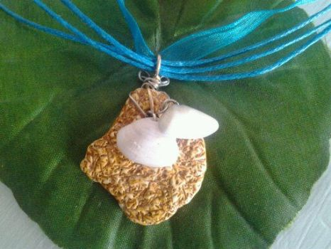 seashell necklace by halogirlie