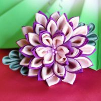 Queen Dahlia on fork kanzashi by elblack