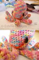 Octopus with a splash of color by estelleem