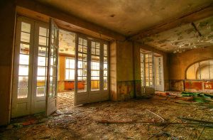 Abandoned hotel by mjagiellicz