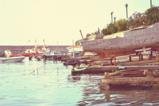 fishing boats by bilimum