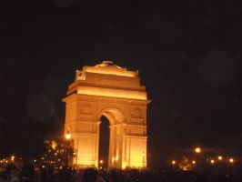 india gate at night by Mysteriouspizza