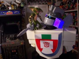 Wheeljack has gremlins by Raggletag