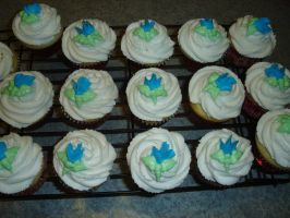 Sweet Pea Cupcakes by KauseNeffect