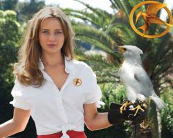 Katniss and a Mockingjay by Soph-LW