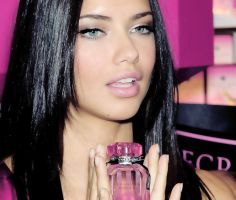 ADRIANA LIMA. by PaulaSom3rs