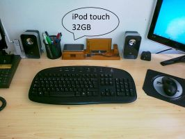 iPod touch 32GB by LazyLaza