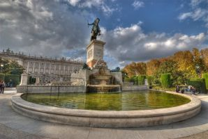Fountain in front of Royal Palace by Bodenlos